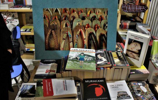 Volete sbirciare in un banchetto di libri di autori giapponesi?