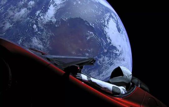 Omaggio a Douglas Adams sullo Space Heavy. Don't Panic.