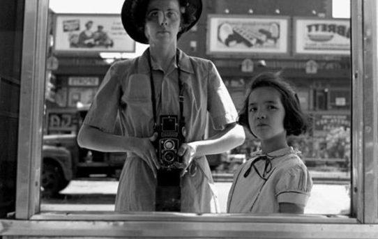 La bellezza dell'ordinario negli scatti di Vivian Maier