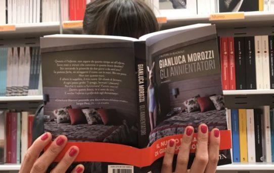 """Libri per l'estate. """"Gli annientatori"""" di Gianluca Morozzi."""