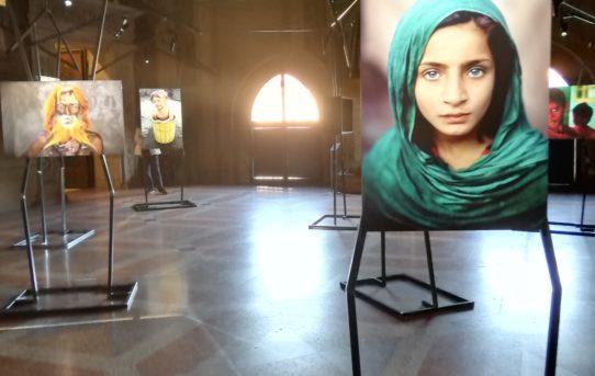 Uno sguardo oltre l'indifferenza, gli scatti di Steve McCurry