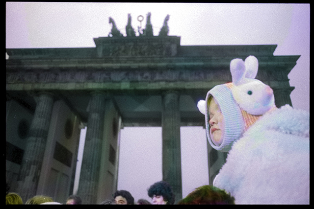 """I colori della memoria nella mostra """"Berlin, Brandenburger Tor 1989"""". Intervista a Massimo Golfieri"""